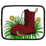 Boot in the grass Netbook Case (XXL)