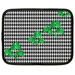 Houndstooth Leaf Netbook Case (XXL)